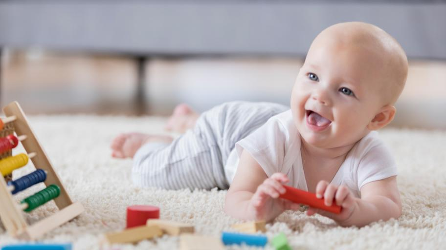 С какви занимания е изпълнен денят на седеммесечното бебе