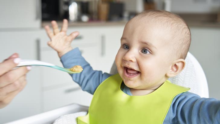Кога, как и с какво: Всичко за захранването на бебето