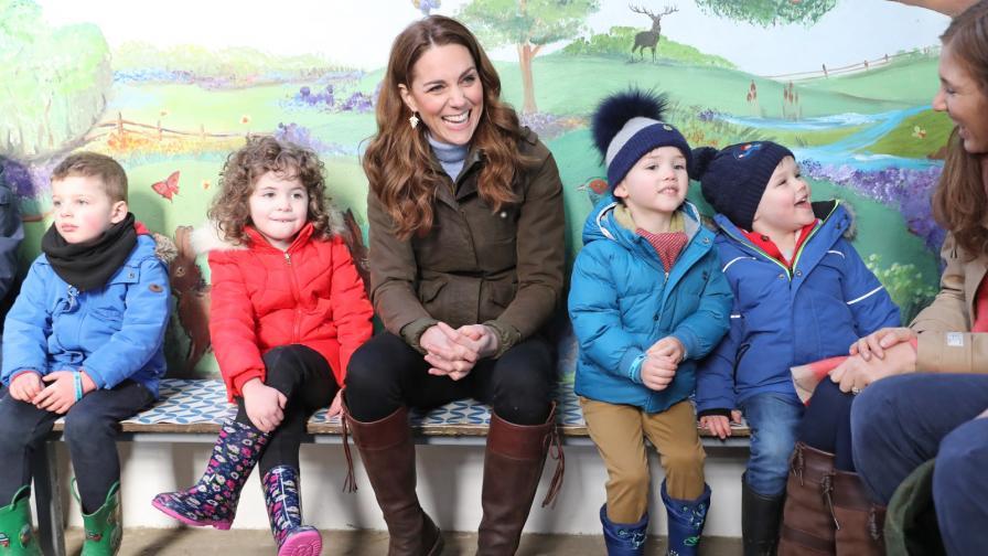 <p><strong>Кейт</strong> впечатли Ирландия с&nbsp;<strong>ежедневно облекло</strong></p>