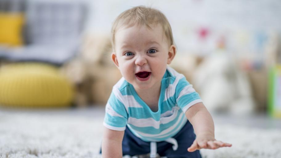 С какви занимания е изпълнен денят на деветмесечното бебе