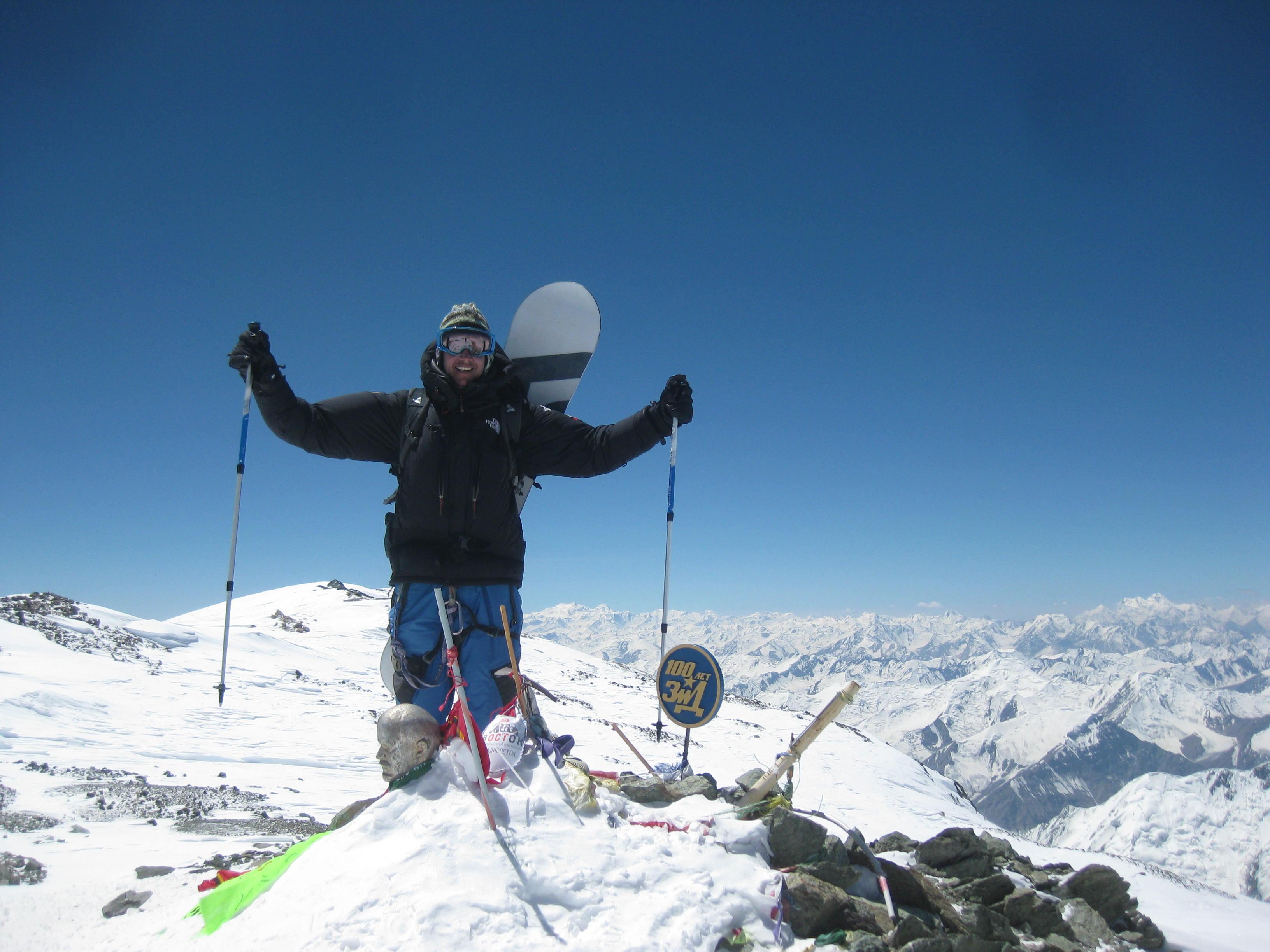 <p>След едномесечно изкачване като алпинист на 26 септември 2019 г стъпва на осмия по височина връх в света и прави едно невероятно спускане от най-високата точка чак до базов лагер на 5000 м височина.</p>