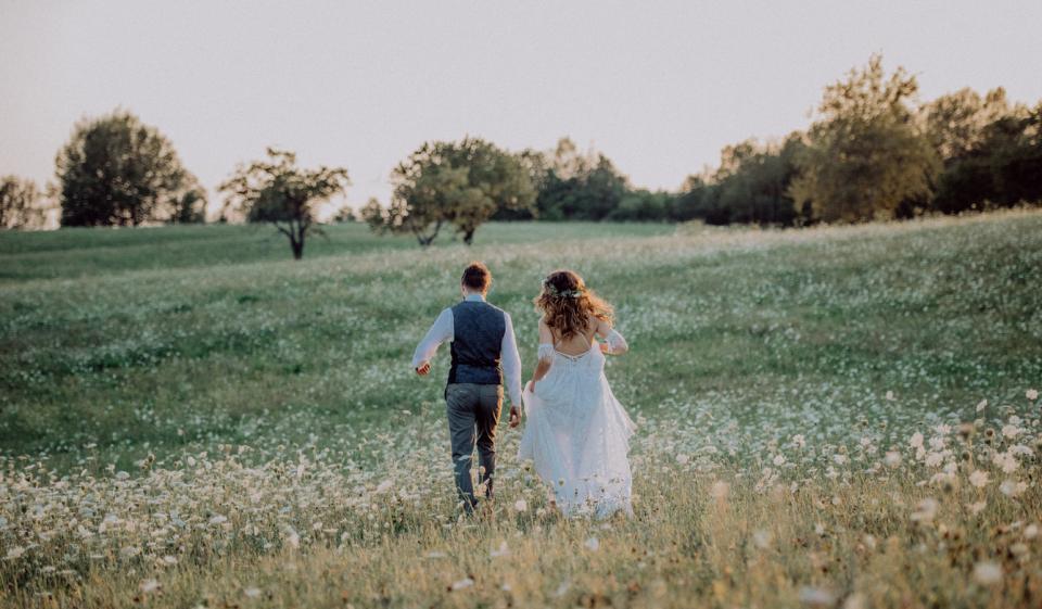 сватба младоженци пролет