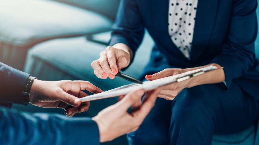 Намаляват минималния стаж за платен годишен отпуск
