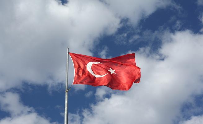 Турция затваря границата си с България и Гърция