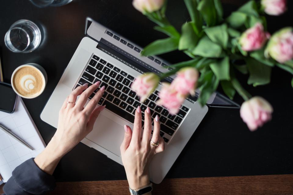 пролет цветя кафе сутрин хороскоп работа компютър