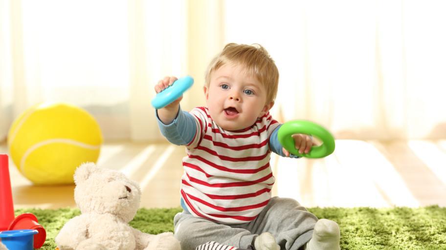 С какви занимания е изпълнен денят на единадесетмесечното бебе