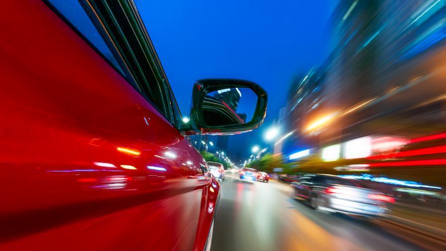 Агресия на пътя: Жесток побой с каска над възрастен мъж