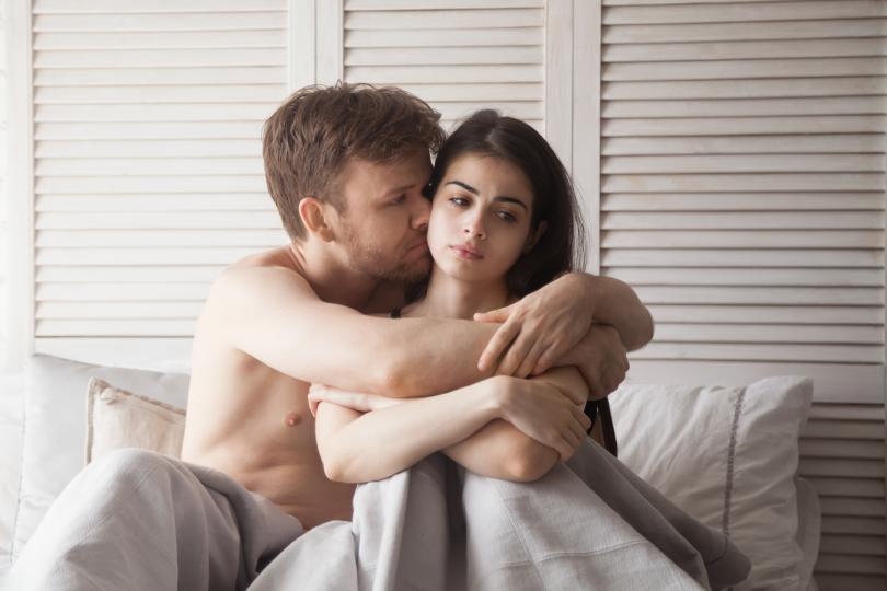 <p><strong>Сексуален проблем</strong></p>  <p>Ако сме достатъчно големи да го правим, значи сме достатъчно големи и да говорим за него. Ако човекът до теб се смущава от думи като &quot;презерватив&quot; или &quot;пенис&quot;, значи не е готов да води сериозен разговор за секс и да поеме отговорност. Ако нещо те притеснява и го споделиш, зрелият мъж ще те изслуша, а момченцето ще го приеме лично и ще се обиди.</p>  <p>&nbsp;</p>