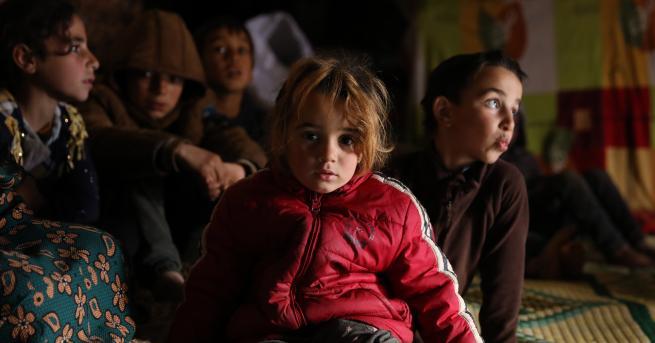 Свят DW: Ужасът в Идлиб, 900 000 души се борят