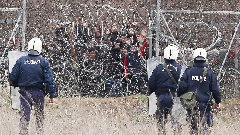 <p>Кастани е сцена на понякога жестоки сблъсъци между гръцките сили за сигурност и мигрантите от миналия петък, въпреки че напрежението бе намалено във вторник, тъй като някои от мигрантите напуснаха непосредствената зона на граничния пункт.</p>