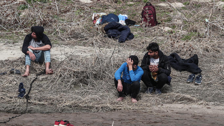 Арестувани са близо 100 души, които се преминали по река Марица, съобщава БНР.