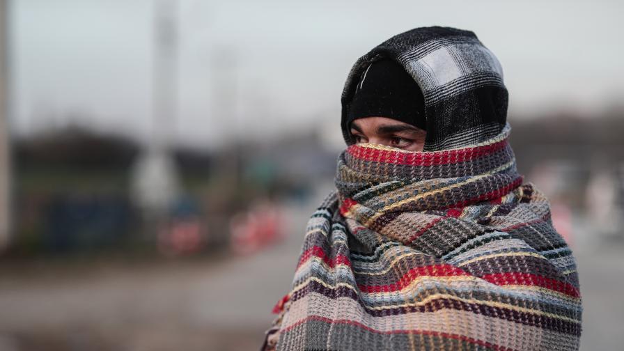 <p>Студ, глад, безпомощност...&nbsp; <strong>Бежанците</strong> на турско-гръцката граница</p>