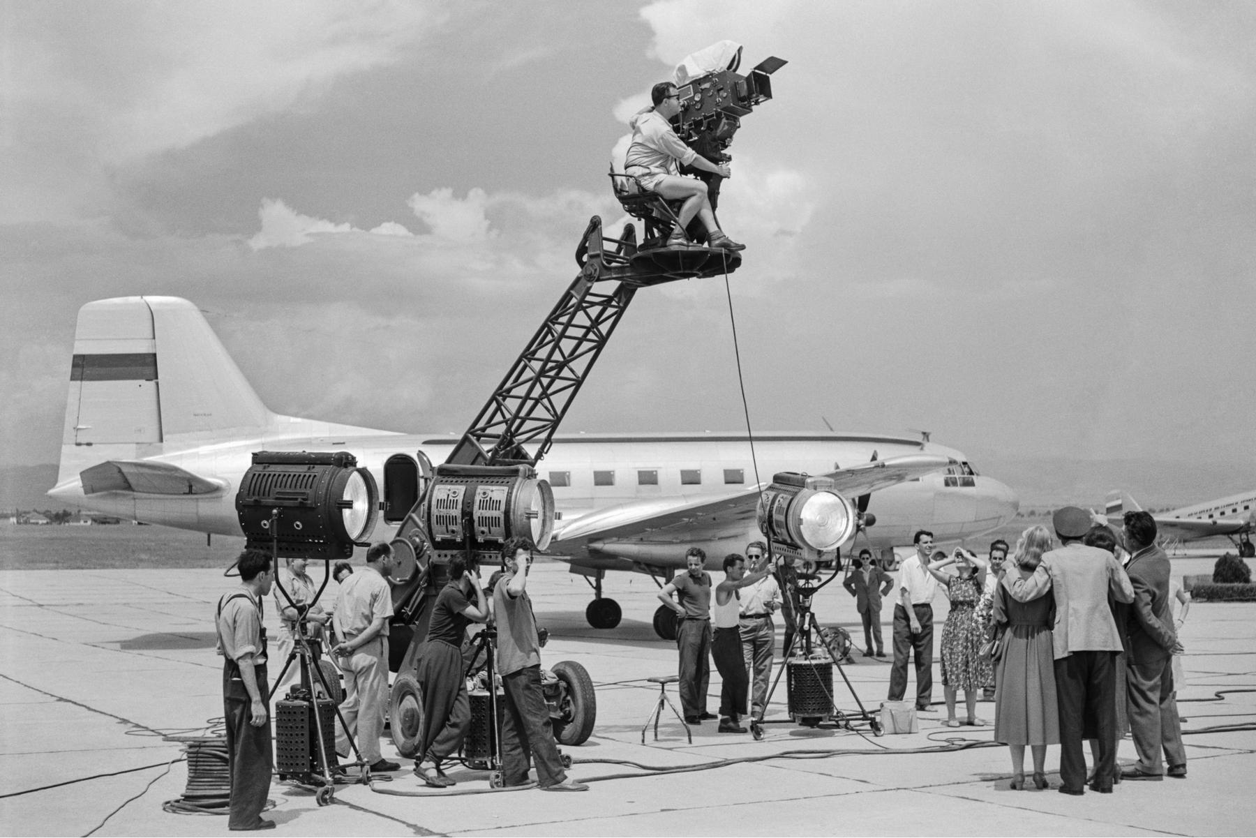<p>&quot;Животът си тече тихо... &quot; , 1957 г. Фотограф:&nbsp; Г. Ив. Русинов</p>  <p>Работен момент на летище София</p>