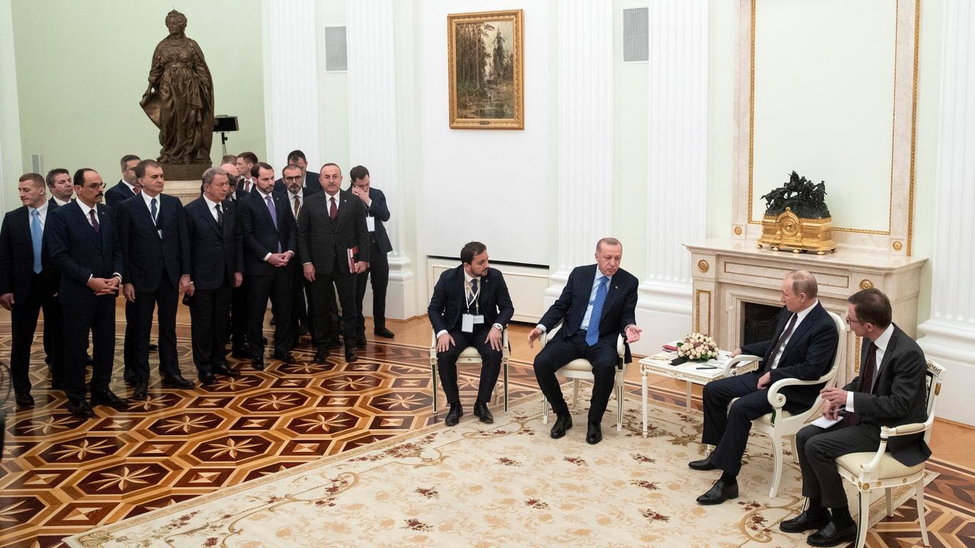 <p>Руският президент Владимир Путин и турският му колега Реджеп Тайип Ердоган започнаха преговори в Москва в четвъртък, насочени към разрешаване на кризата в северозападната провинция на Сирия Идлиб.</p>