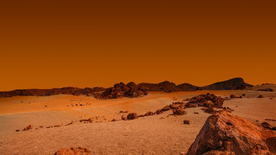 Каква е тази необичайна дупка на Марс?