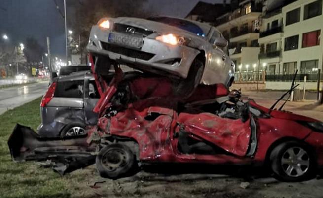 Зрелищна катастрофа във Варна: кола