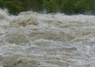 Мащабни наводнения в Иран