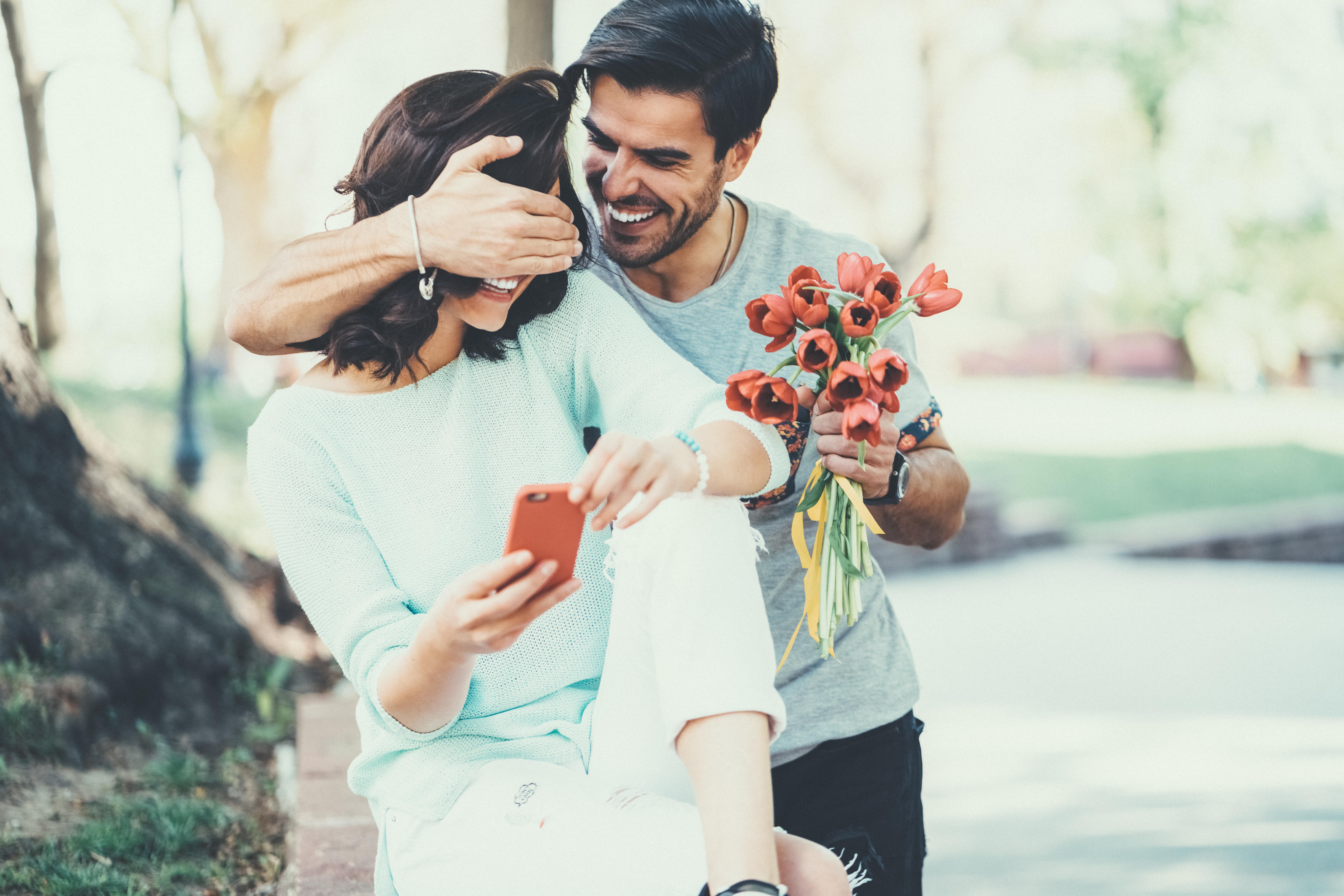 <p>Днес ще разберете кои зодии имат най-големи шансове за флиртове през март, а защо не и за среща с голямата любов...</p>