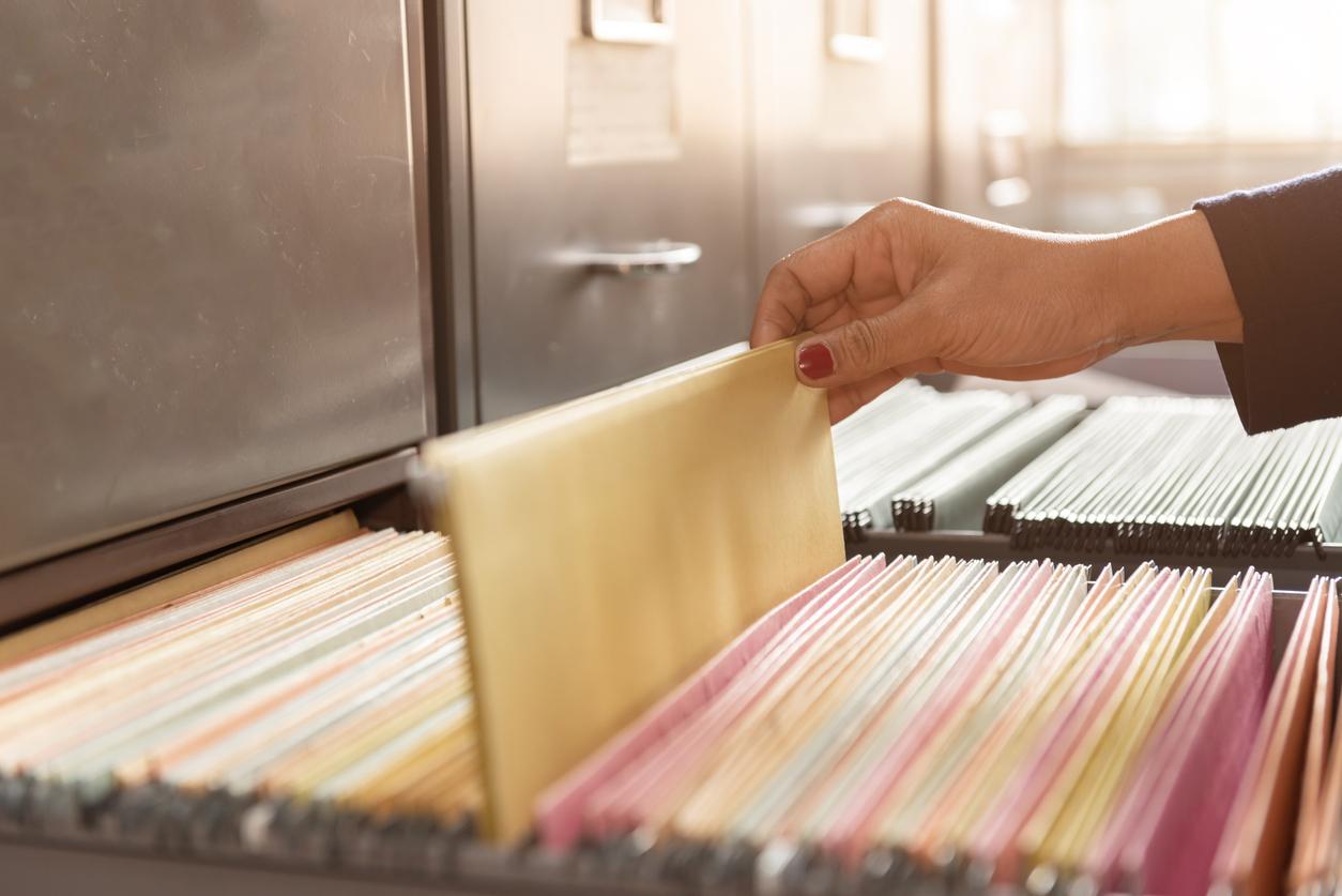 <p><strong>Важни документи</strong></p>  <p>Ако са толкова важни, би трябвало да стоят на по-сигурно място.</p>