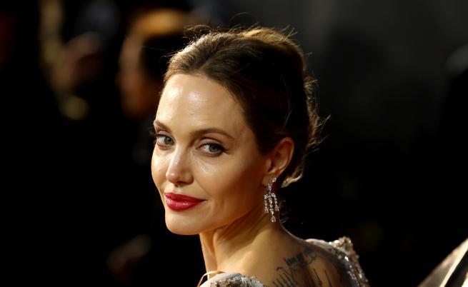 Анджелина Джоли продава уникален подарък от Брад Пит