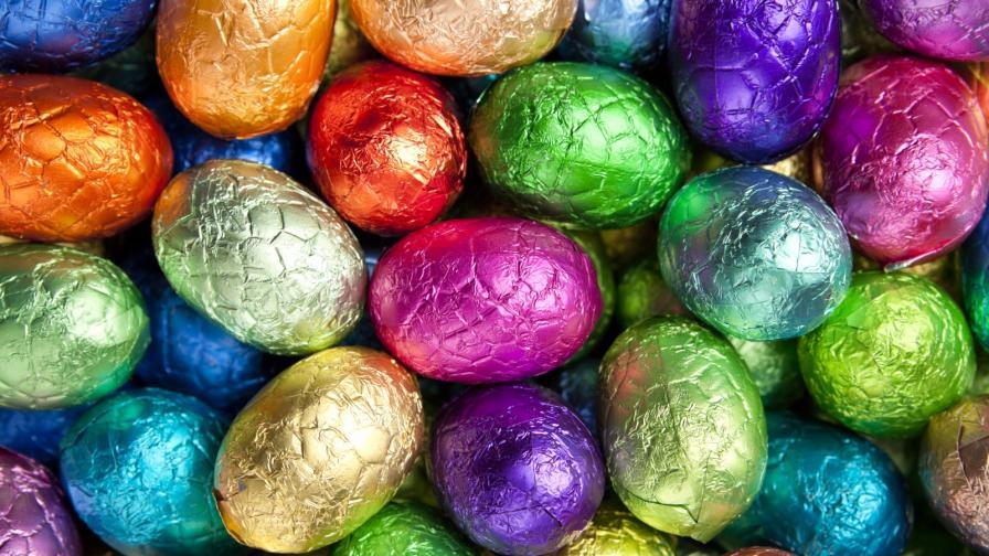 <p><strong>За възрастни:</strong> шоколадови яйца, в които се крият секс играчки</p>