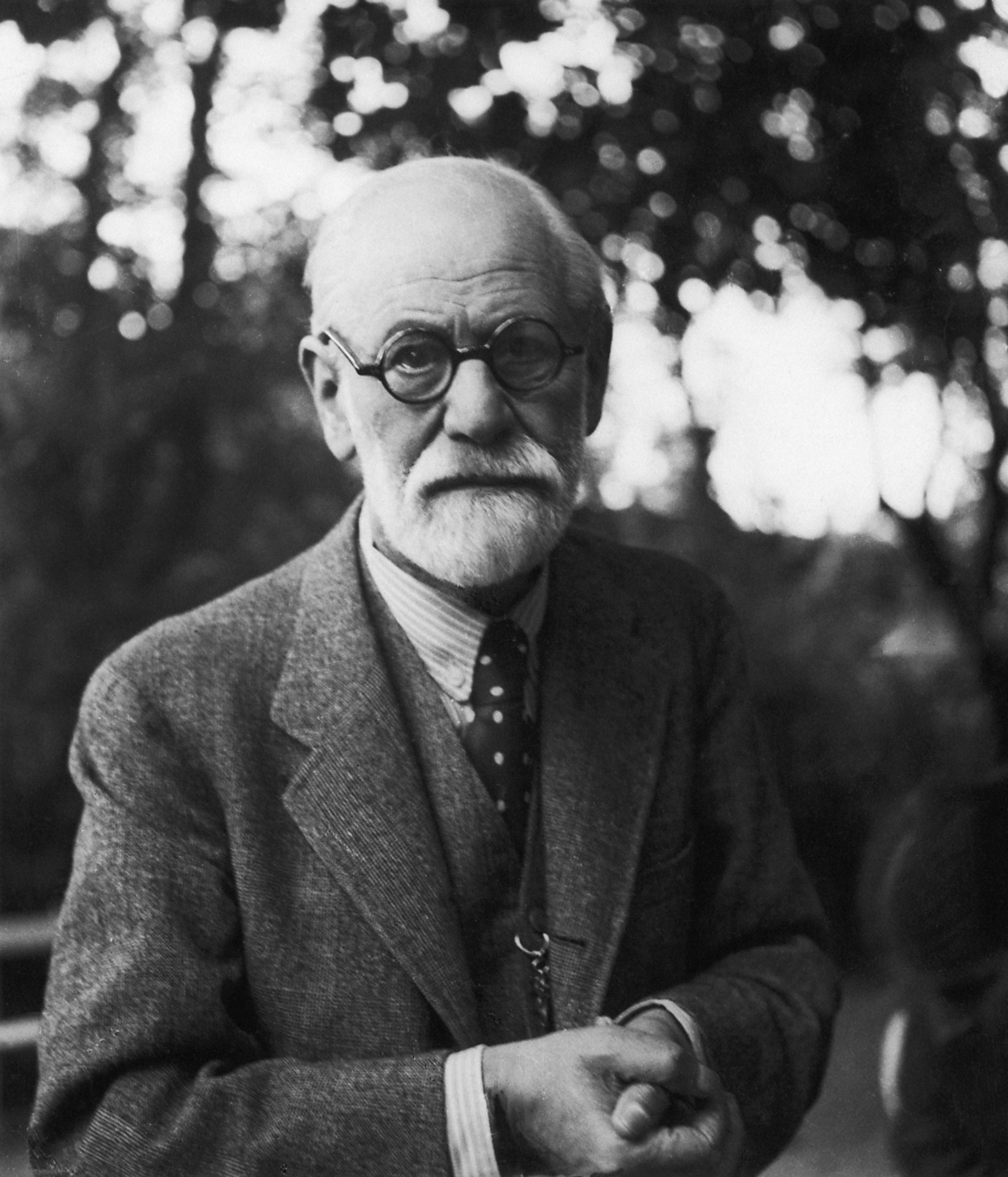 <p><strong>Зигмунд Фройд и кокаинът</strong></p>  <p>Зигмунд Фройд е известен като основател на психоанализата. По-малко известен е фактът, че като лекар в болницата във Виена той е изследвал и въздействието на кокаина. От публикувани негови писма става ясно, че самият Фройд дълго време е консумирал кокаин.</p>
