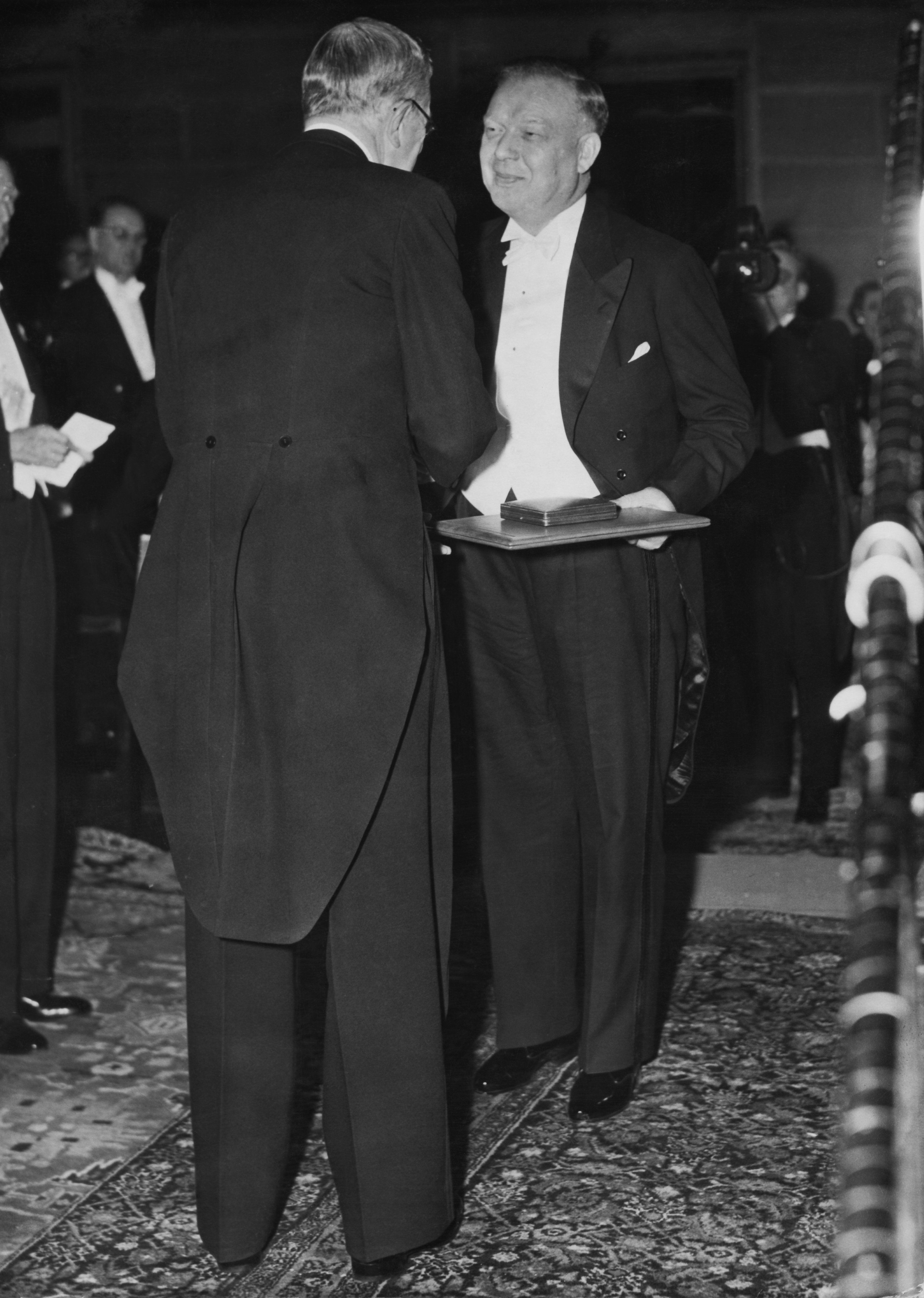<p><strong>Катетър до сърцето</strong></p>  <p>Германският хирург Вернер Форсман искал непременно да докаже, че е възможно гъвкав катетър да бъде прокаран от сгъвката на лакътя чак до сърцето. Шефовете на Форсман му забранили категорично да провежда подобен експеримент. Той обаче не се отказал от него. През 1929 г. изпробвал теорията си лично &ndash; тайно, разбира се.</p>