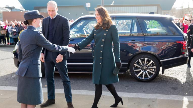 Най-добрите униформени визии на Кейт Мидълтън