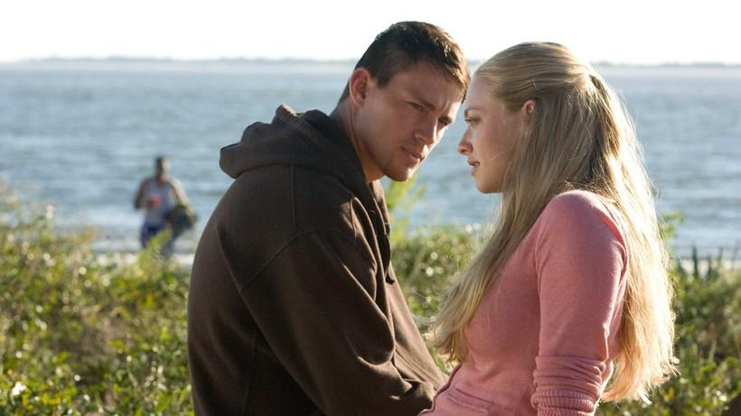 <p><strong>&quot;С дъх на канела&quot;</strong> -&nbsp;Когато войникът Джон Тайри (Чанинг Тейтъм) среща Савана Къртис (Аманда Сийфрид), амбициозна студентка, между двамата пламва истински любовен романс. Заради постоянните му служебни ангажименти единственият начин, по които влюбените биха могли да поддържат своята връзка, е като си пишат писма. Кореспонденцията им обаче води до последици, които никой не е могъл да предвиди.</p>  <p>&bdquo;С дъх на канела&ldquo;: 14 март, събота, 14.40 ч. по NOVA</p>