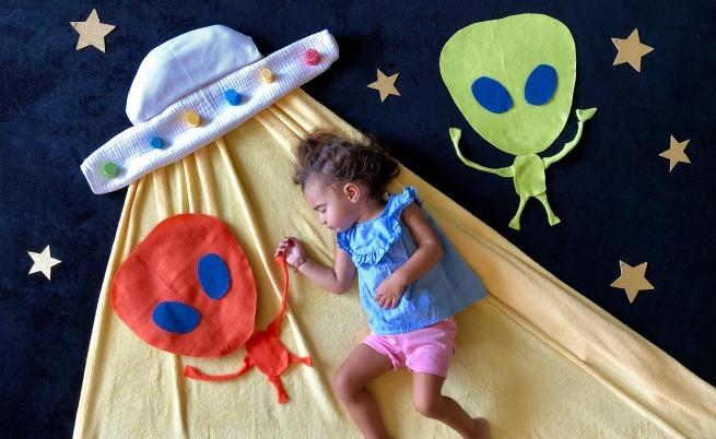Малката Ванеса влиза в различни роли в съня си.
