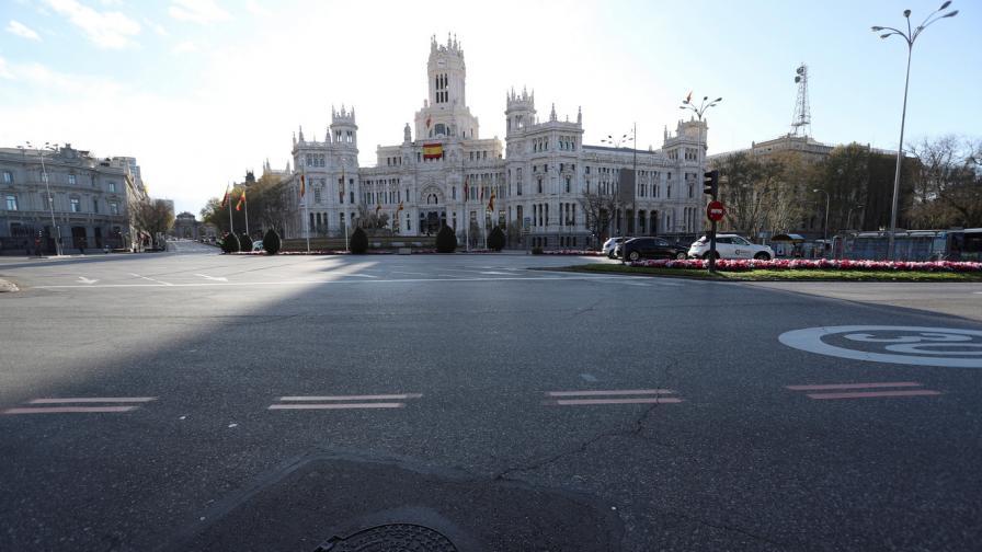 Свикнали да бъдат по улиците, испанците се адаптират към изолацията