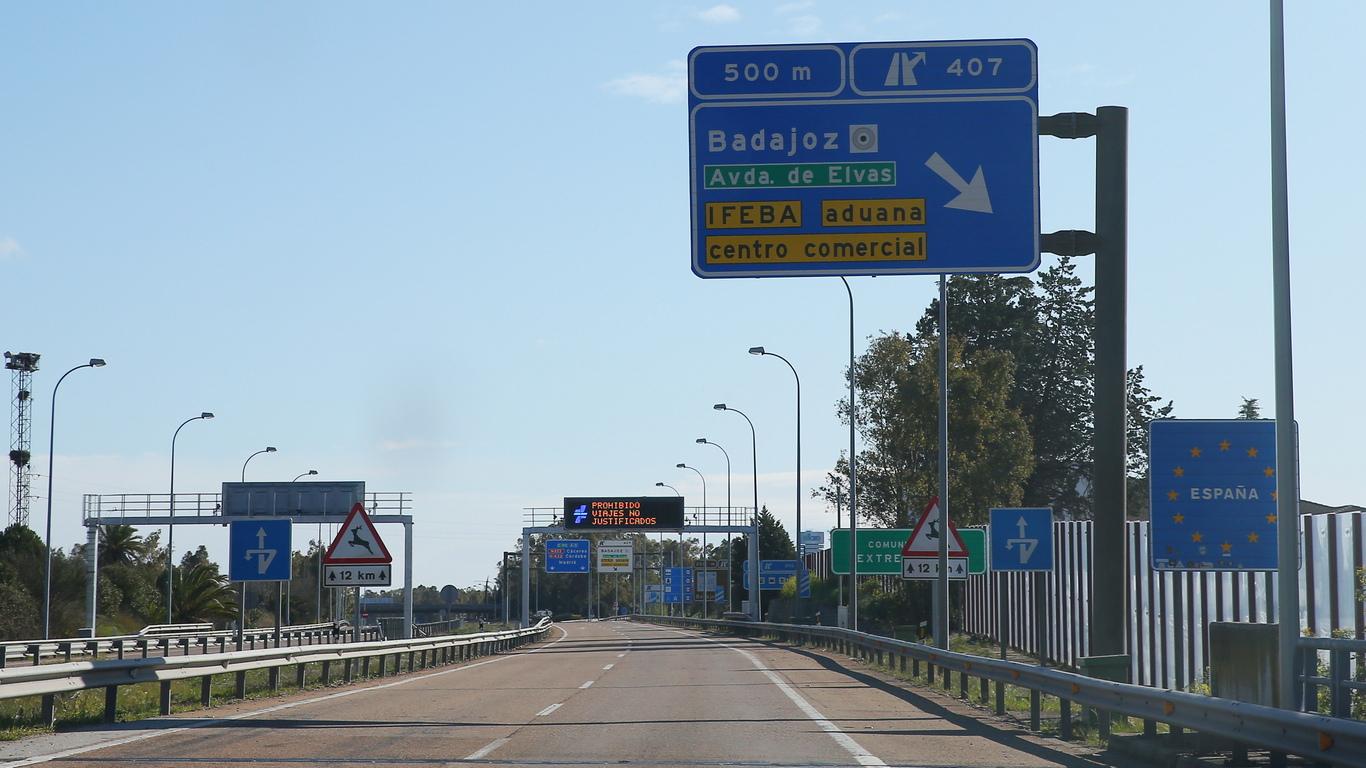 <p>Португалия затвори границата си с Испания за туристи за поне месец, за да ограничи разпространението на коронавируса, заяви португалският премиер Антониу Коща.</p>