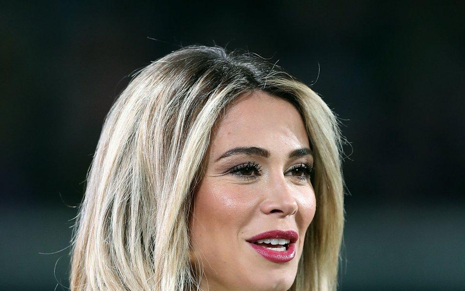 Една от най-популярните италиански спортни журналистки Дилета Леота не спира