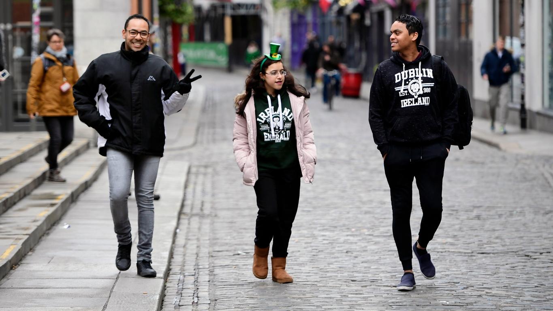 <p>Ню Йорк също отложи ежегодния парад за деня на Свети Патрик, заяви кметът на града, дни след като други събития в американските градове бяха отменени заради глобалната пандемия от коронавирус.</p>  <p>&nbsp;</p>
