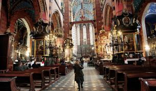 <p>Телефон за духовна подкрепа по време на коронавируса откриха в Полша</p>