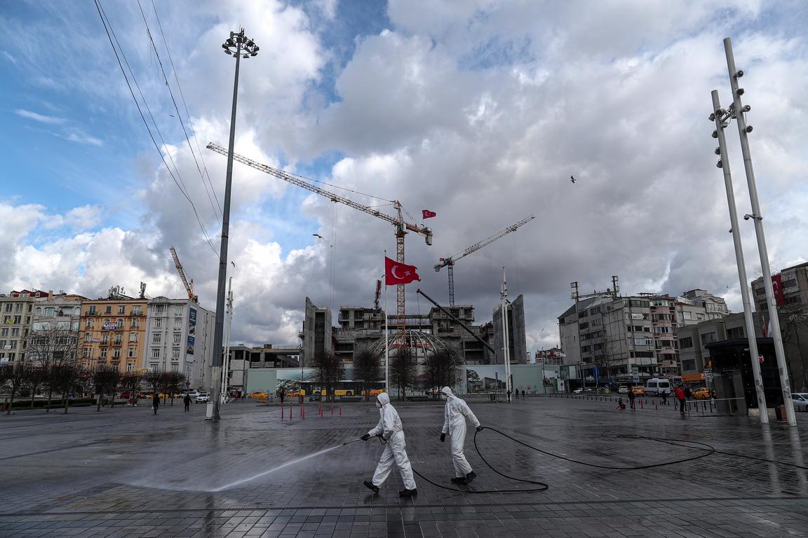 <p>Турция вече обяви редица мерки в опит да ограничи разпространението на вируса, като ограничения за пътуване в 20 държави и затваряне на училища, университети и публични пространства, включително институции като кина и театри.</p>