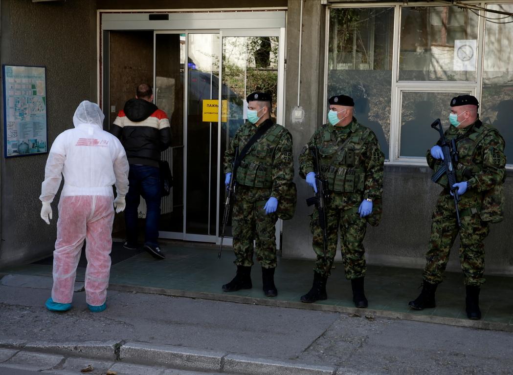 <p>В Сърбия тази сутрин са регистрирани 97 случая на коронавируса, за четвърти ден е в сила извънредно положение, от снощи влезе в сила и забрана за излизане от 20:00 ч. до 05:00 часа сутринта и цялостна забрана за излизане на хора над 65 години.</p>