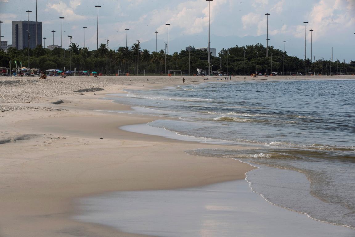<p>Кметър на Рио де Жанейро излезе със забрана, хората да посещават плажове</p>
