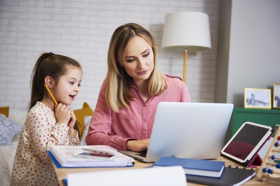 жена майка дъщеря дом работа учене