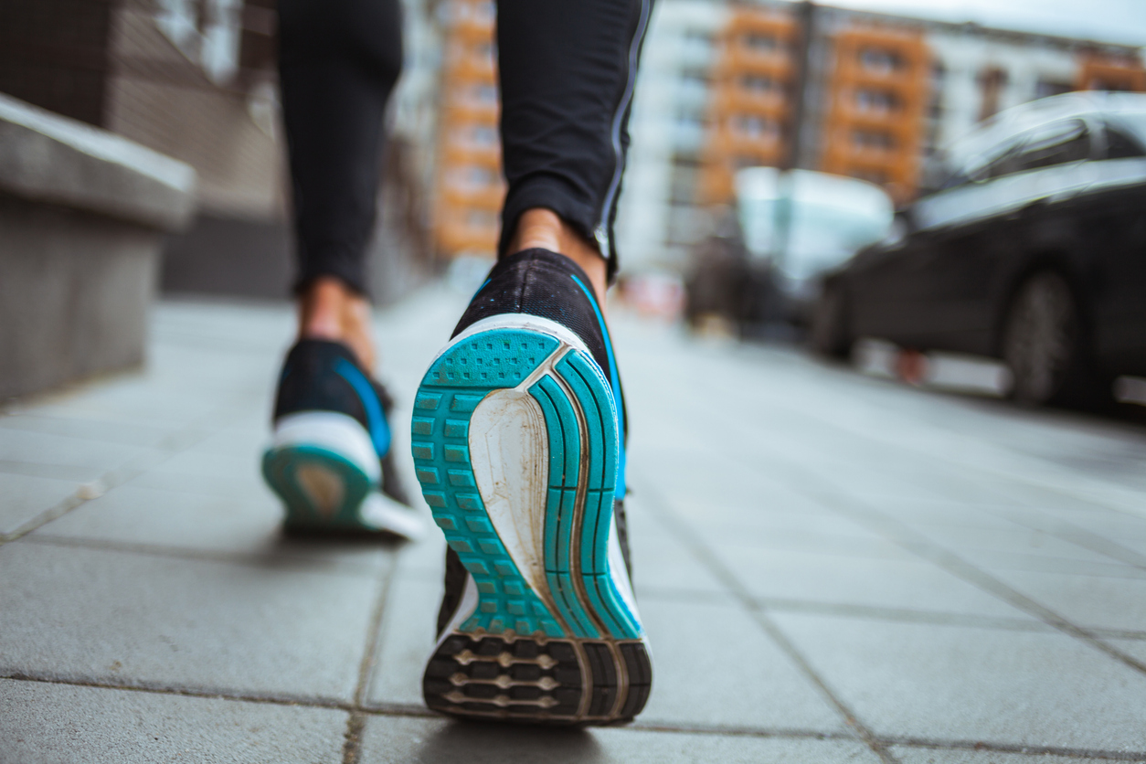 <p><strong>Обувки за тренировки</strong></p>  <p>Колкото и издръжливи д са вашите обувки за трениране, не бива да се уповавате само на това. Те също &bdquo;изветряват&rdquo; с времето и прекалено дългото им използване може да ви изложи на риск от контузии и различни травми.</p>