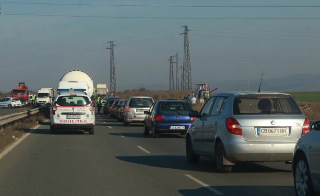 Опашки от автомобили на изходите на градовете