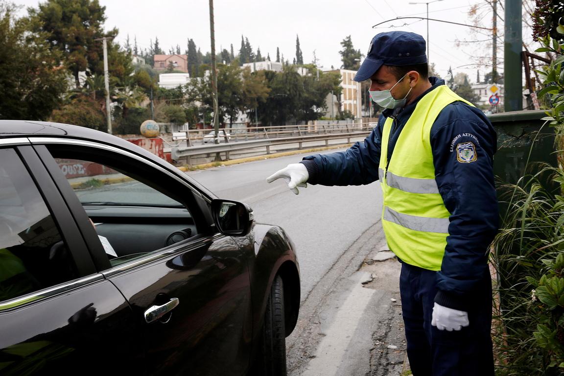 <p>По последни данни, заразените с новия вид коронавирус в Гърция са 624 души, а смъртните случаи, предизвикани от усложнения, са 15</p>