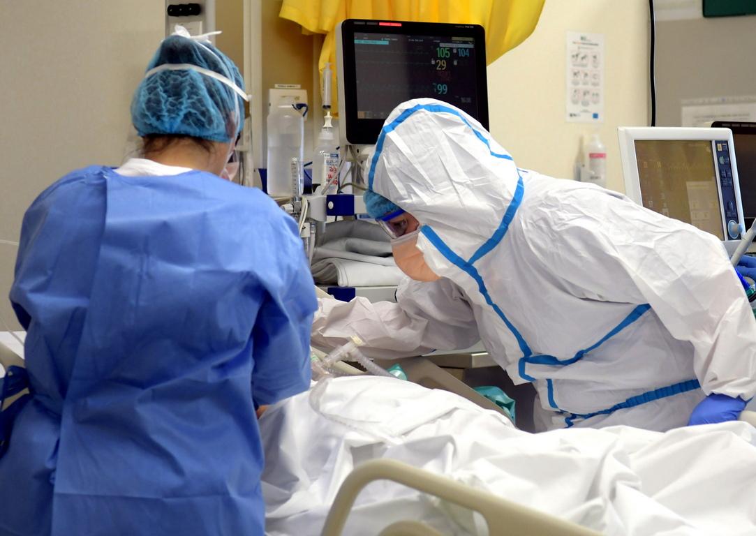 <p>В цялата страна 4268 здравни работници или 0,4 процента от общия брой, са били заразени с вируса до 20 март, сочат данни на Националния здравен институт.</p>