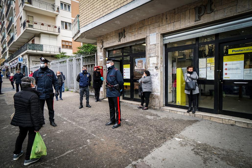 <p>В северозападната област Ломбардия - най-тежко засегната от кризата броят на починалите се увеличи с 541 души до 5402-ма. Вчера починалите бяха 387.</p>