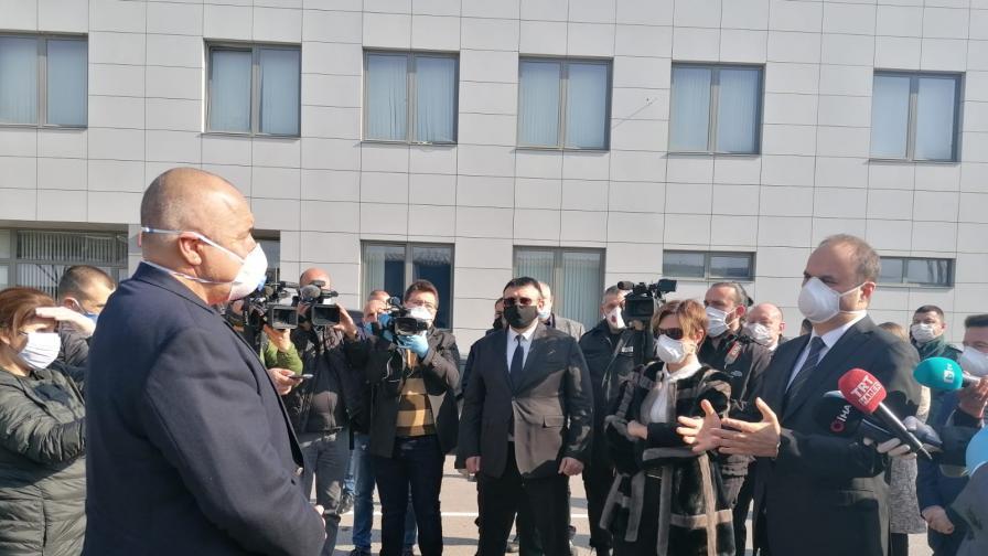 <p>Борисов:&nbsp;Благодаря на Ердоган, че успяхме да пуснем тировете да вървят&nbsp;</p>