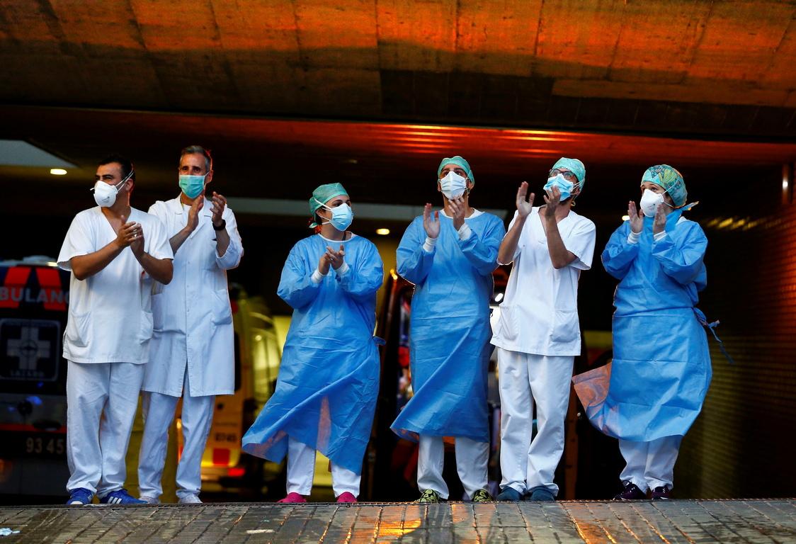 <p>3 милиарда и 380 милиона души в около 80 държави по света живеят в принудителна или самоналожена изолация в опит да се спре разпространението на коронавируса.</p>