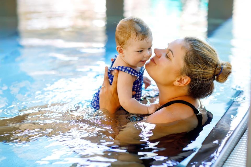 майка бебе упражнения йога пилатес плуване