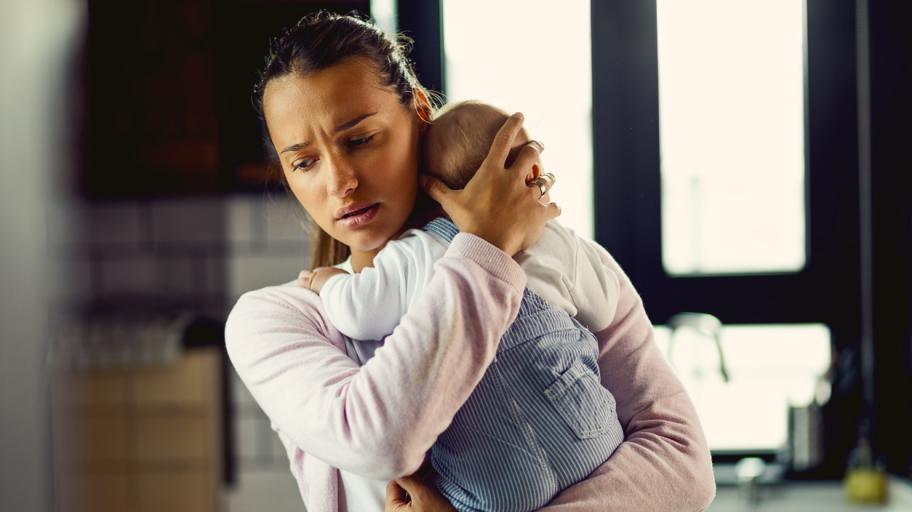 Какво представлява следродилната депресия: симптоми и причини за появата ѝ