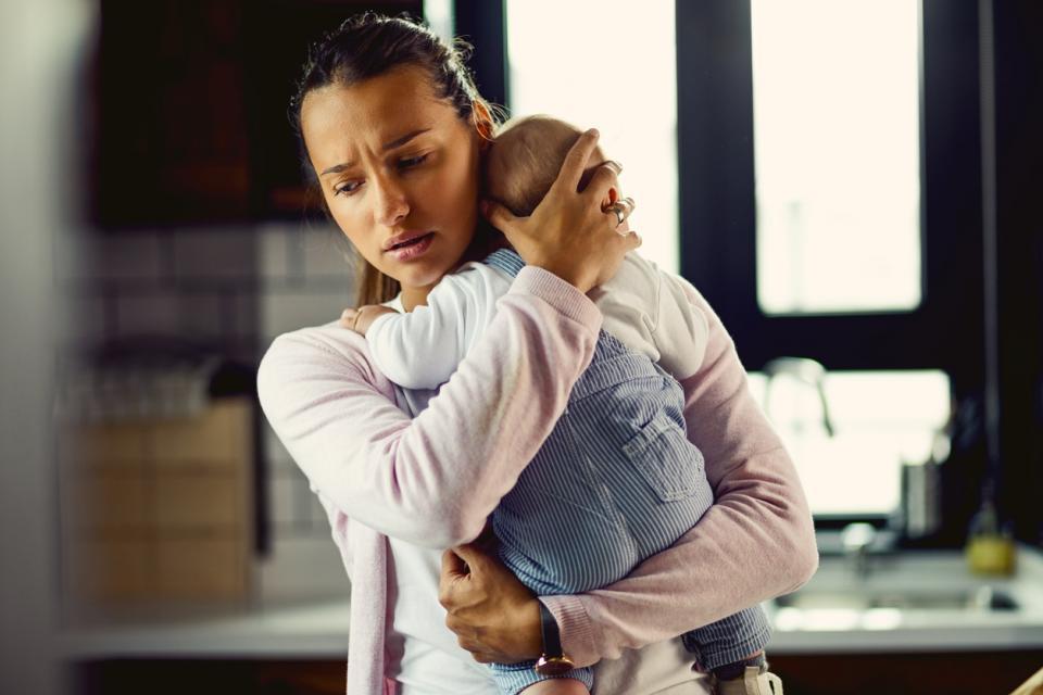 следродилна депресия майка бебе
