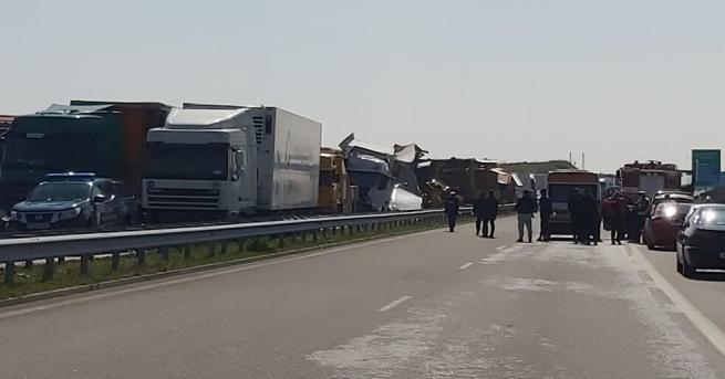 България Поне 15 тира в тежка верижна катастрофа край Харманли